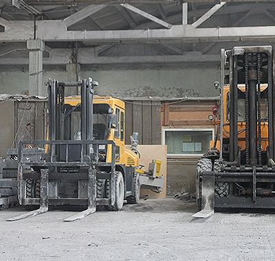 Два собственных завода по обработке камня